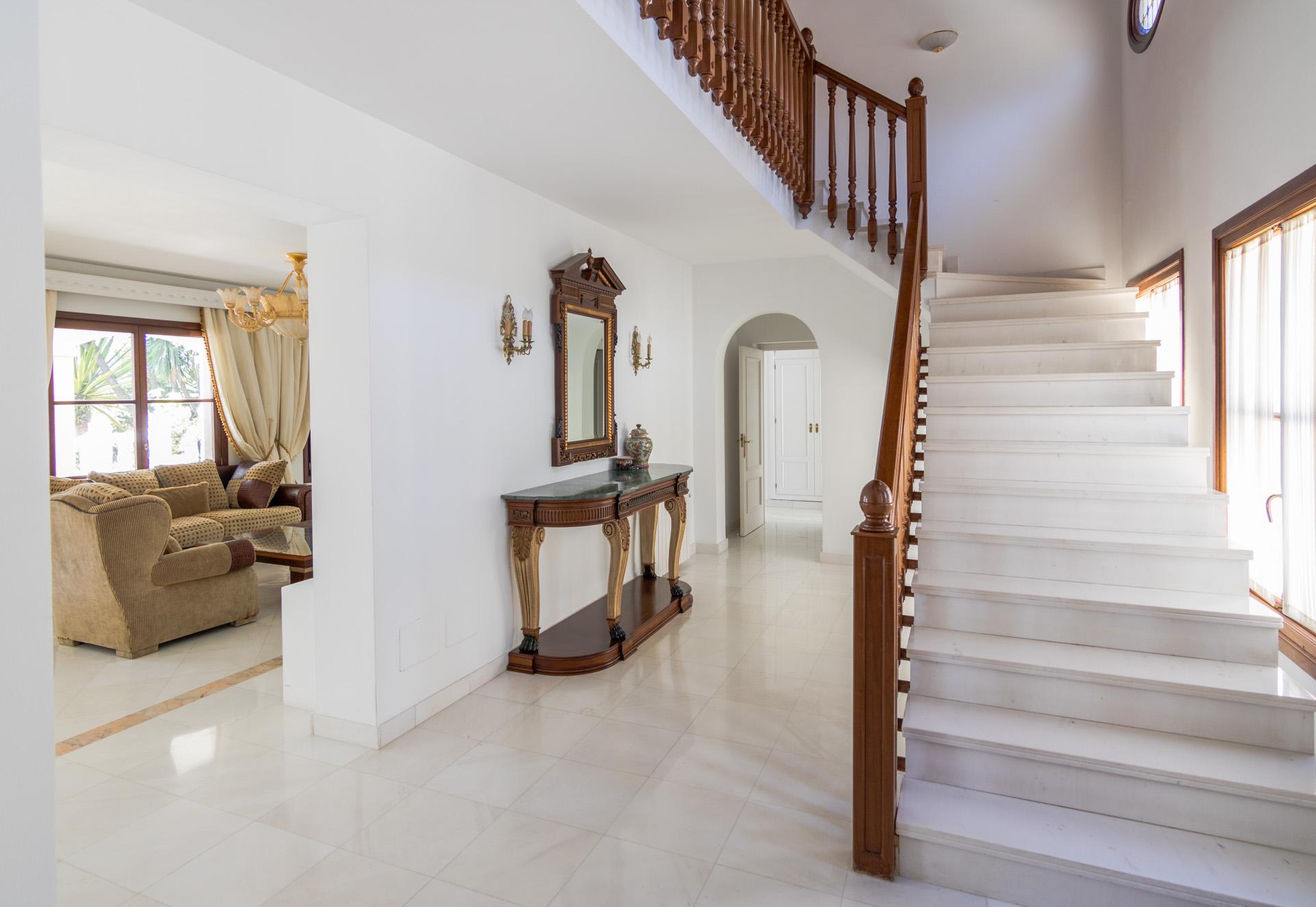 Video agencia inmobiliaria villa mardon en marbella centro for Agencia inmobiliaria